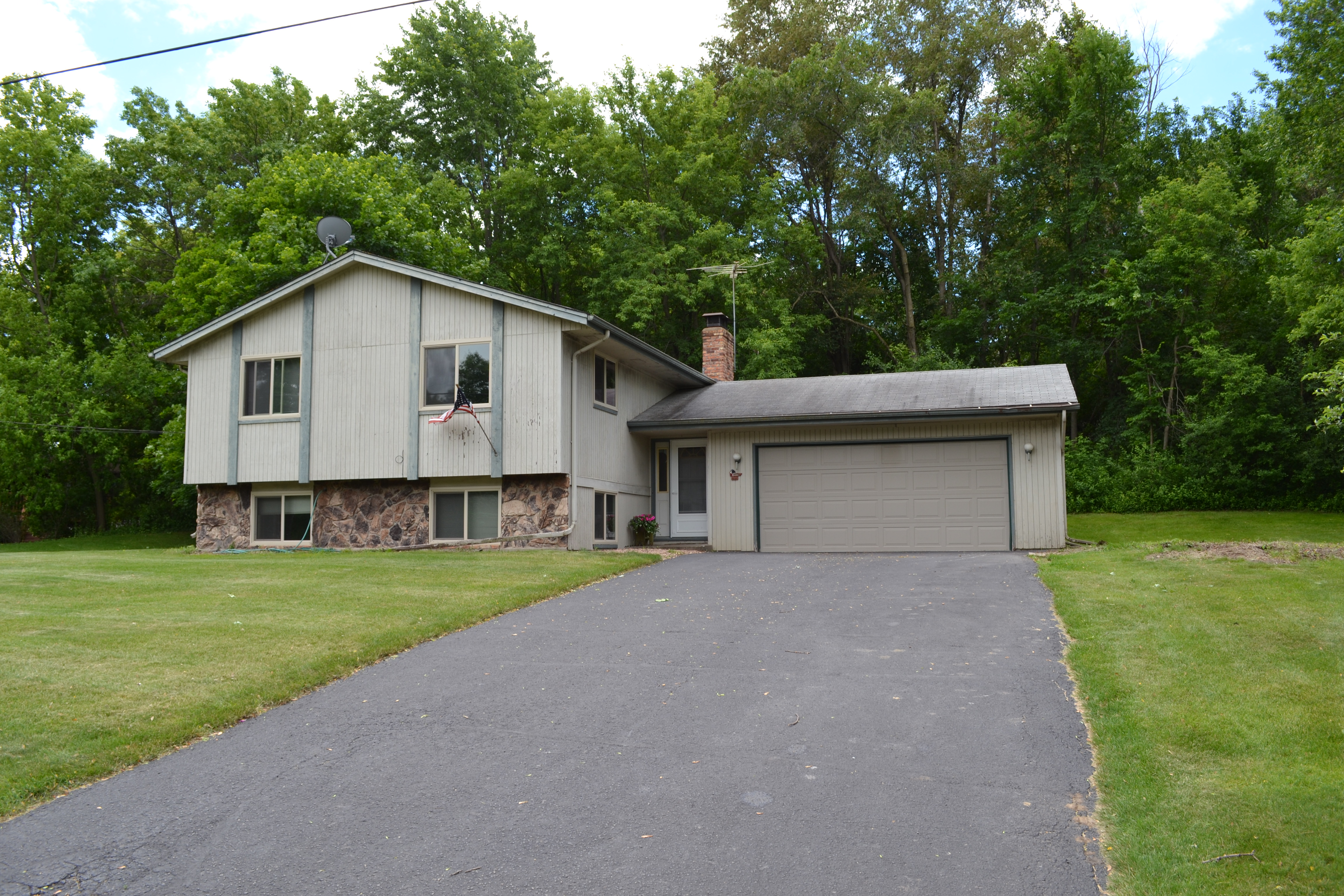 New Listing in Minnetonka